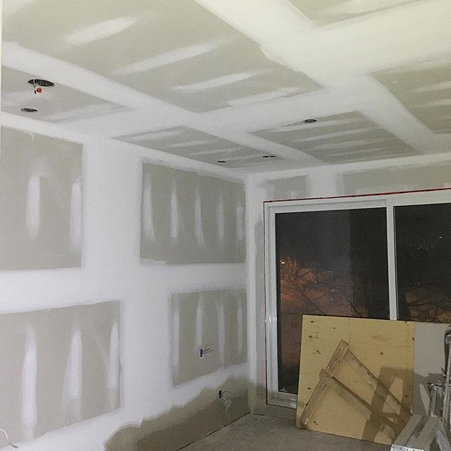 How I spend my Friday nights 🙃 . . . . . . . . #drywall #taping #tapetech #northstar #construction #workflow #cgc #sheetrock #gp #georgiapacific #marshalltown #toronto #canada #the6 #drywallnation #drywaller #drywallfinisher #customhomes #contractor #mississauga #milton #oakville #georgetown