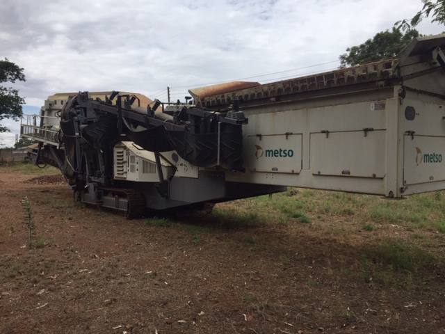 Figure 4:  Mobile Screen - Metso Locotrack ST 4.8 and Mobile Rotary Crusher - Metso Locotrack LT 1213