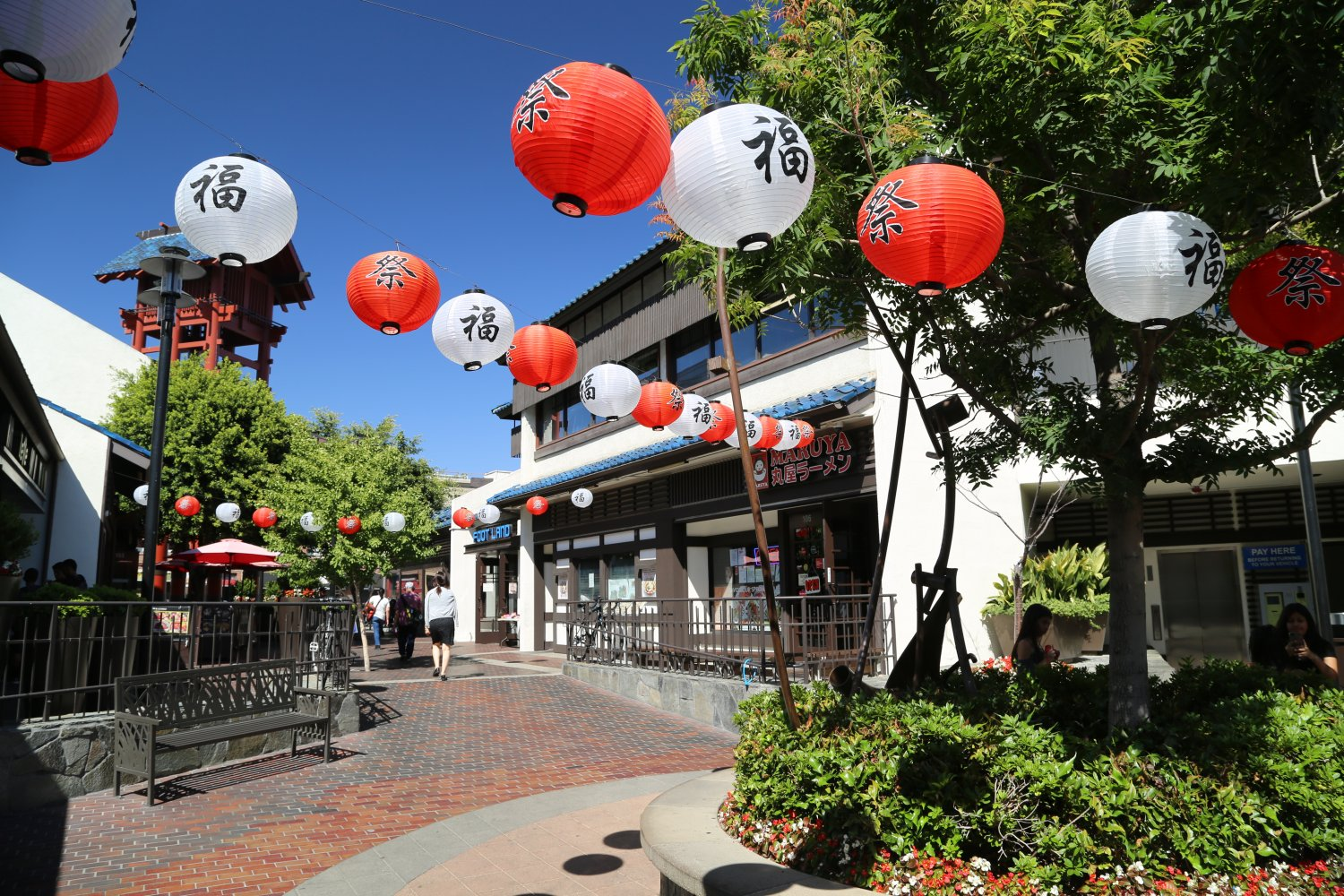 Little Tokyo - Adventures at TrojanMUN begin in Little Toyko, a neighborhood in Central L.A.that bursts with energy.