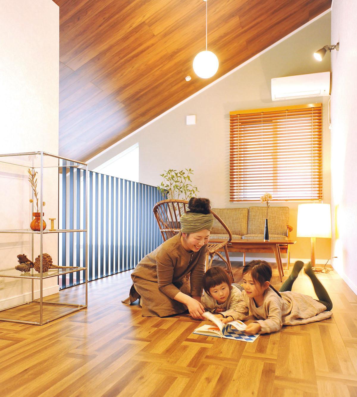 家族が集まるセカンドリビング  お母さんのリフレッシュや読書スペースにもおすすめ。「吹き抜けとつながっているのに、不思議な個室感があって落ち着きます。縫い物などの製作スペースにも良さそう」。キッズスペースや宿題スペースなど、子どもの成長に合わせて変化