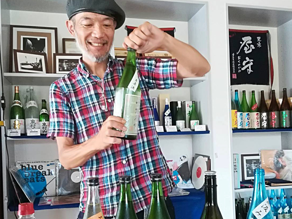 高橋さんが一種類ずつ説明してくれながら試飲できます。ほんとシブい!バーテンダーが似合いそうな高橋さん!ステキ!
