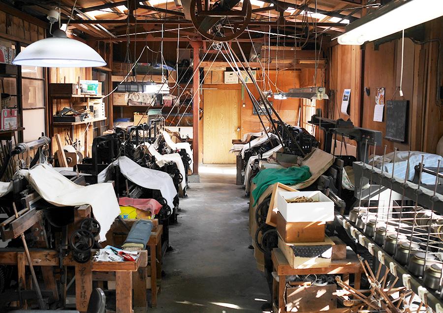 天野紺屋にある安来織りの機織り工房。