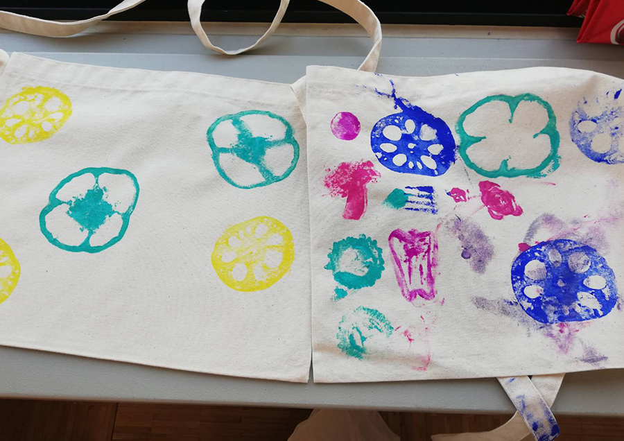できあがったバッグがこちら。個性爆発!性格丸わかり!言うまでもなく左が長女、右が次女。