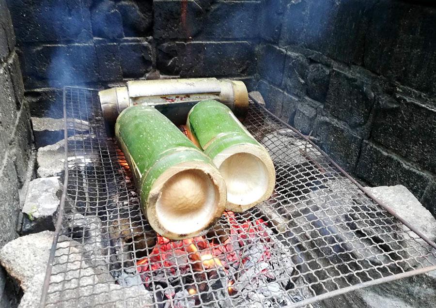 カーオ・ラーム(タイ もち米のココナッツ竹筒蒸し)