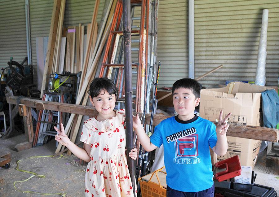 いとこと一緒に実家に隣接しているおじいちゃんの工房で作ります。