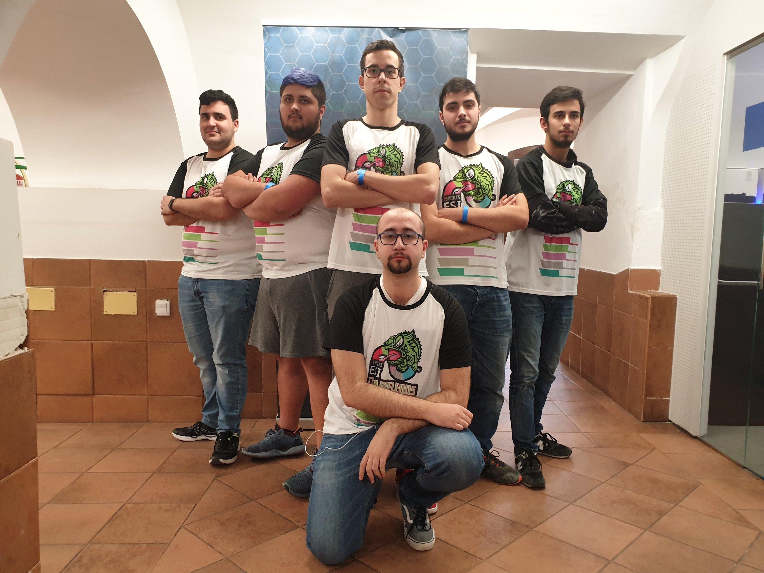 """Foto: Javier Amorós García - En la foto: Equipo ESI """"CHAMELEONS"""" posando con todos sus integrantes."""