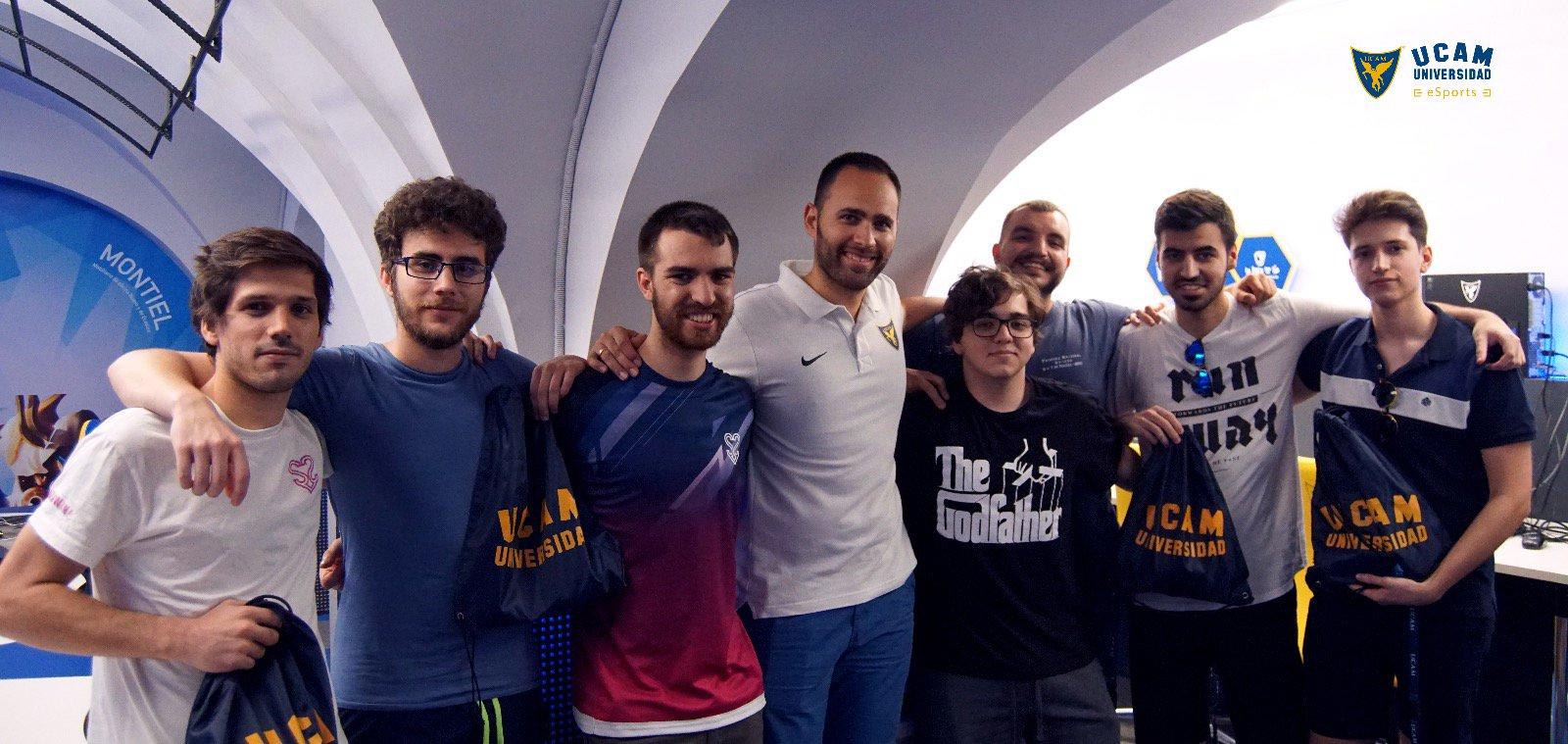 Foto: El equipo profesional de 'League of Legends' S2V durante su estancia en las instalaciones del CIFeS bajo el servicio de STAGeS de UCAM eSports
