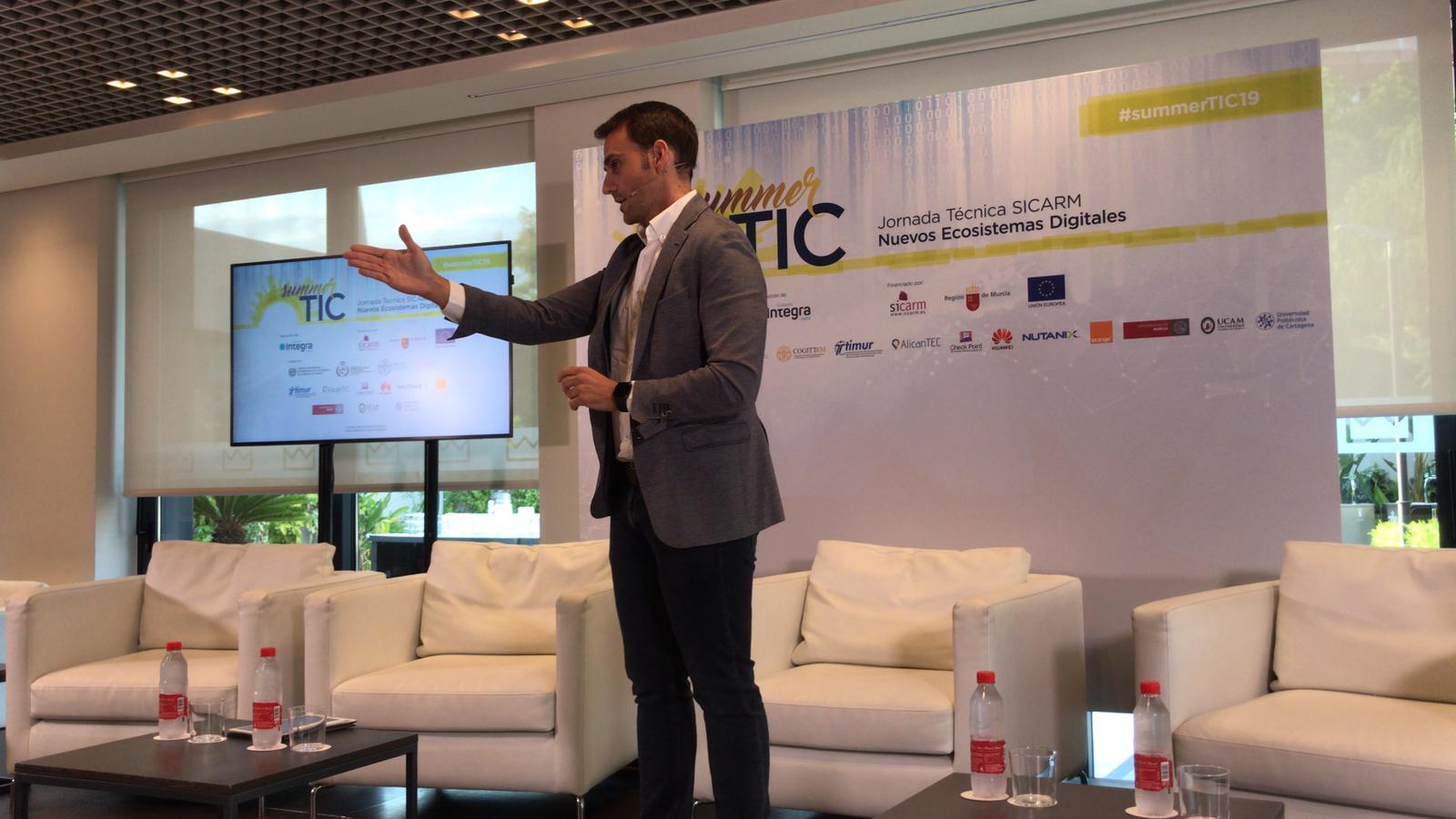 Foto: Juan José Almela Martínez, Director General de Informática, Patrimonio y Telecomunicaciones de la región de Murcia, Presentación de la Summer TIC, jornada técnica SICARM (Nuevos Ecosistemas Digitales) 2019