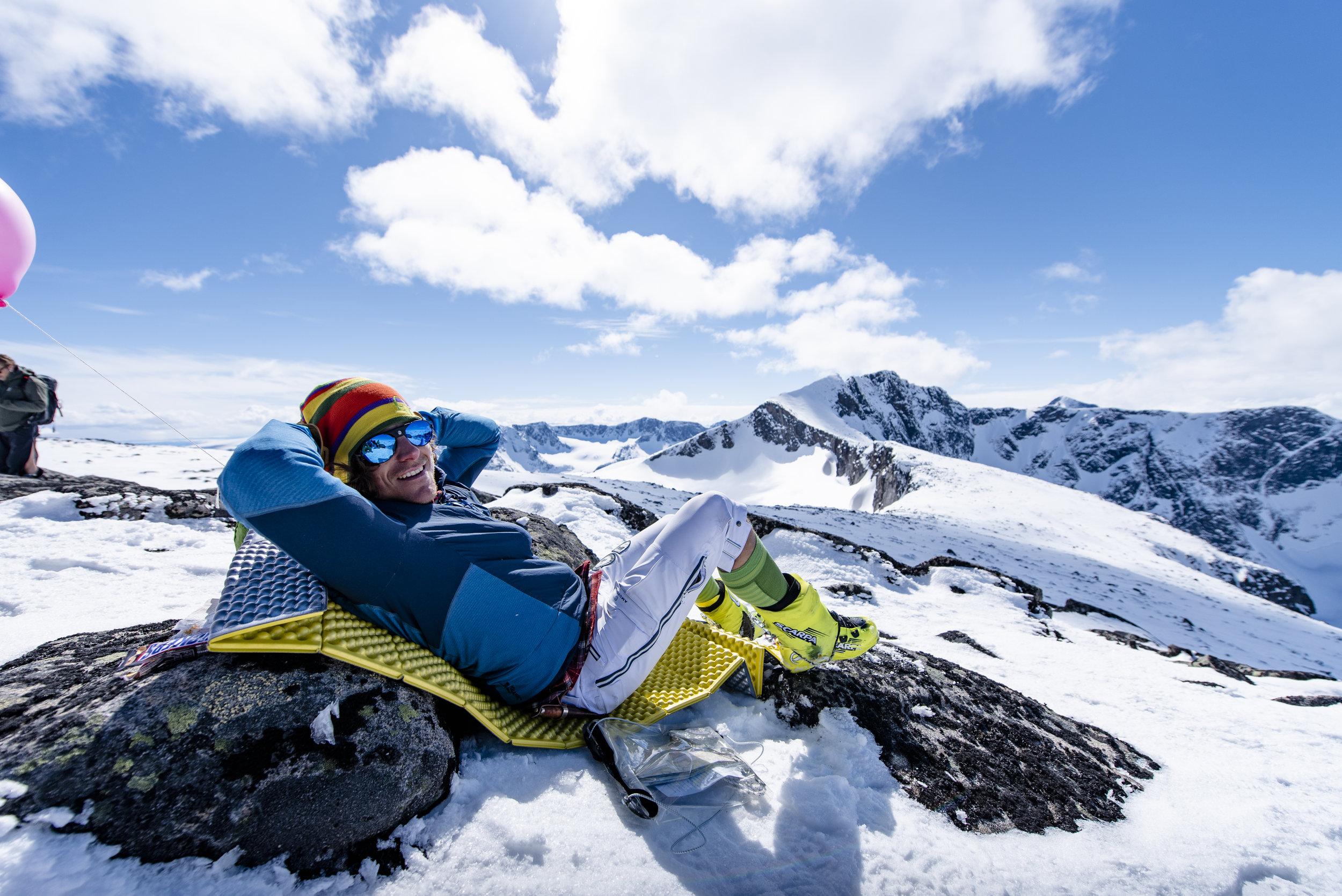 Jo  jobber til daglig i Norrøna Sport, har vært en av Norges beste terrengsyklister i mange år og er nå to-barns far og en fjellglad eventyrer.