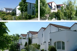 Terrassen-, Patio- und Atriumhäuser   Reihenhäuser in mediteranem Stil mit 2 - 3 Terrassen, zum Teil absolut uneinsehbar, große Transparenz durch hohe Fensterelemente und Galerien sowie Raumhöhen bis 6 m. Wohnflächen 120 - 145 m²