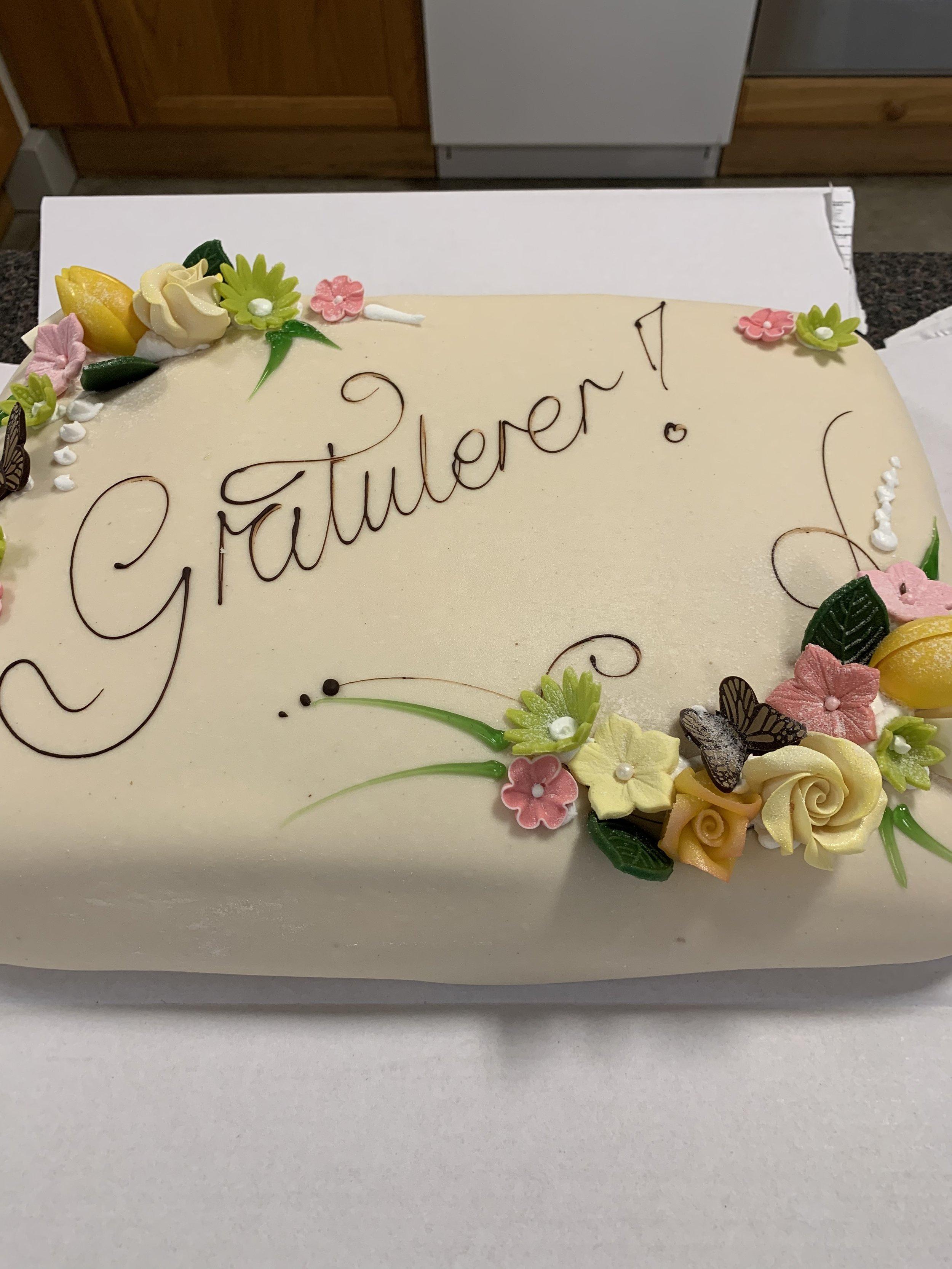 ………… og det flotte fjorårsresultatet vart feira med stor kake på onsdag