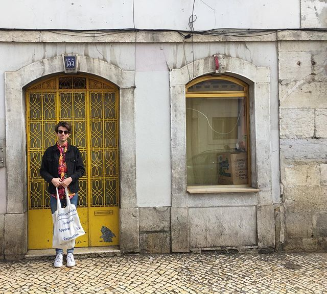 That's a nice yellow door, take a photo of me in front of it please, @hkalmes #portugeasydoesit