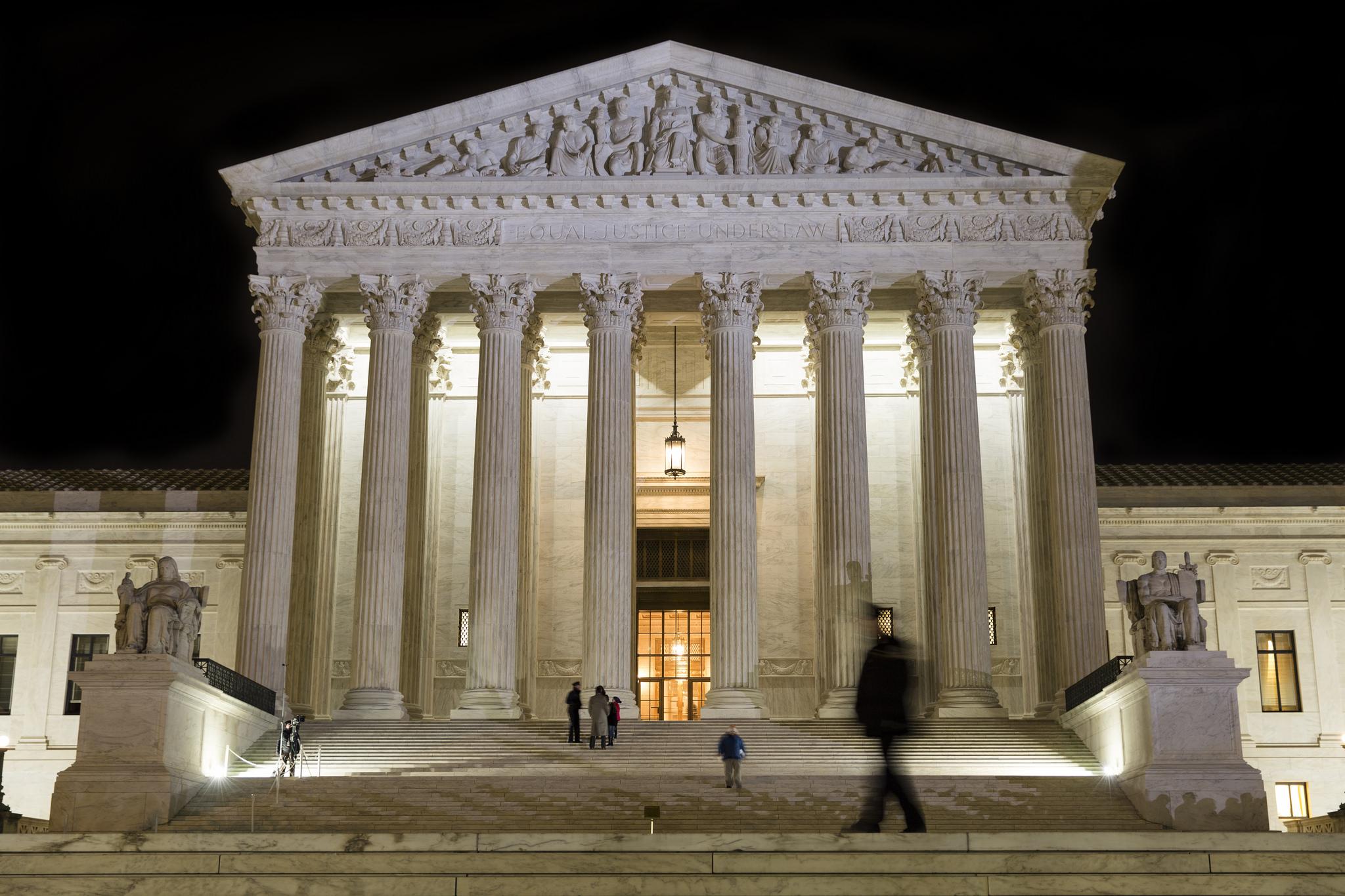 The Supreme Court open late for visitors to view Scalia in repose