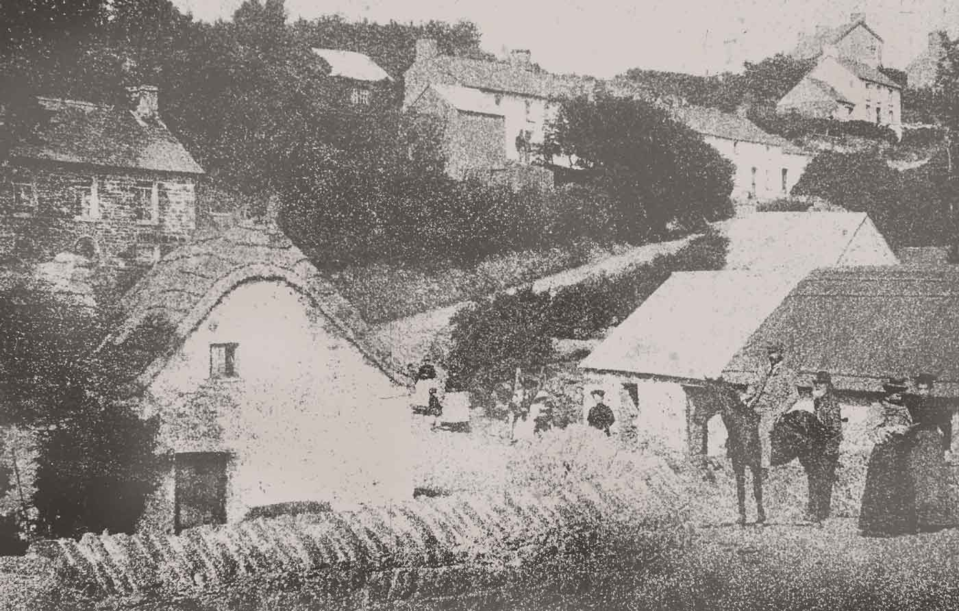 The village in 1901. Glan yr Afon is on the left