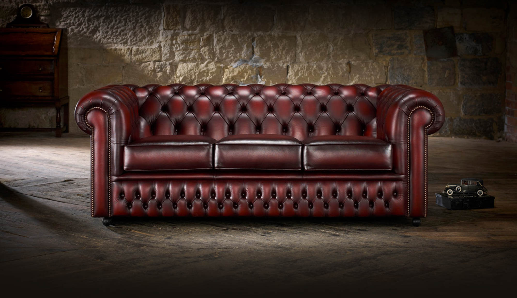 A-traditional-Chesterfield-in-a-modern-space.jpg