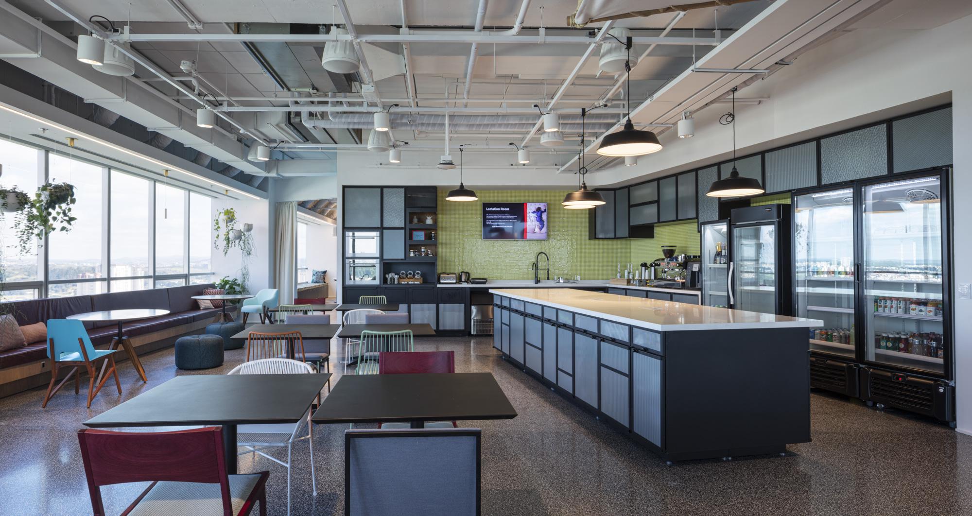 Cafeteria em escritório. Produtos saudáveis e de baixo teor de açúcar.