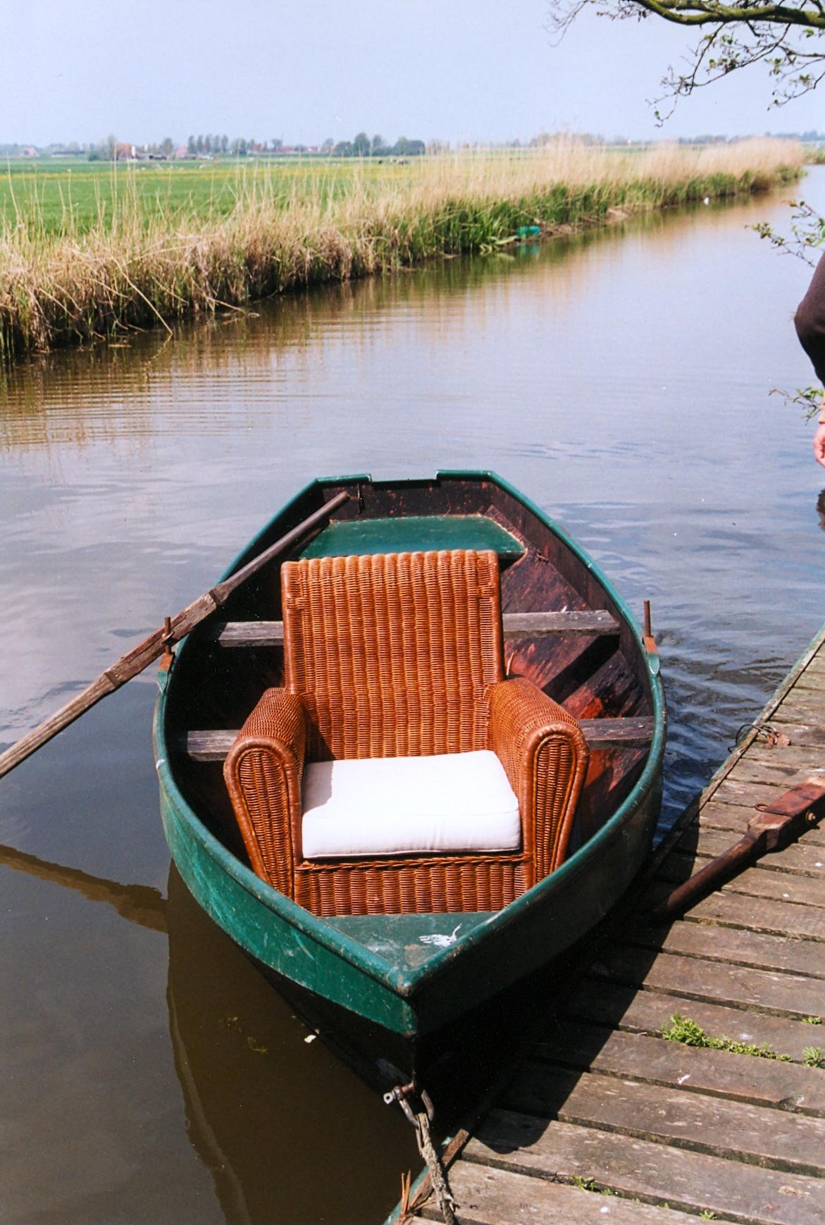 stoel in roeiboot.jpg