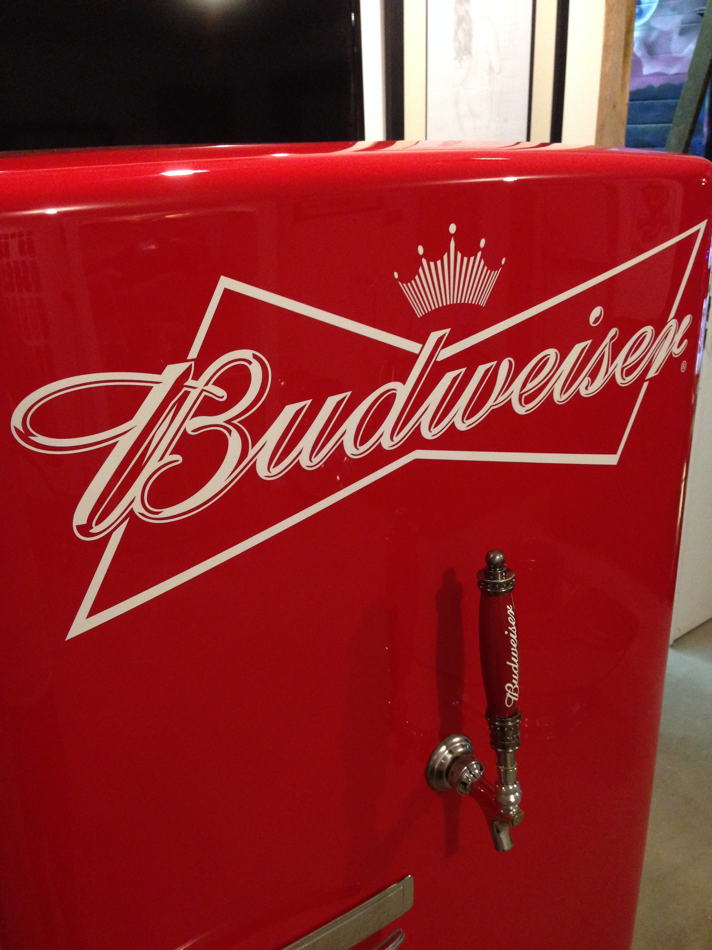 Budweiser custom beer fridge painted by Sketchs Ink customs Ottawa Ontario