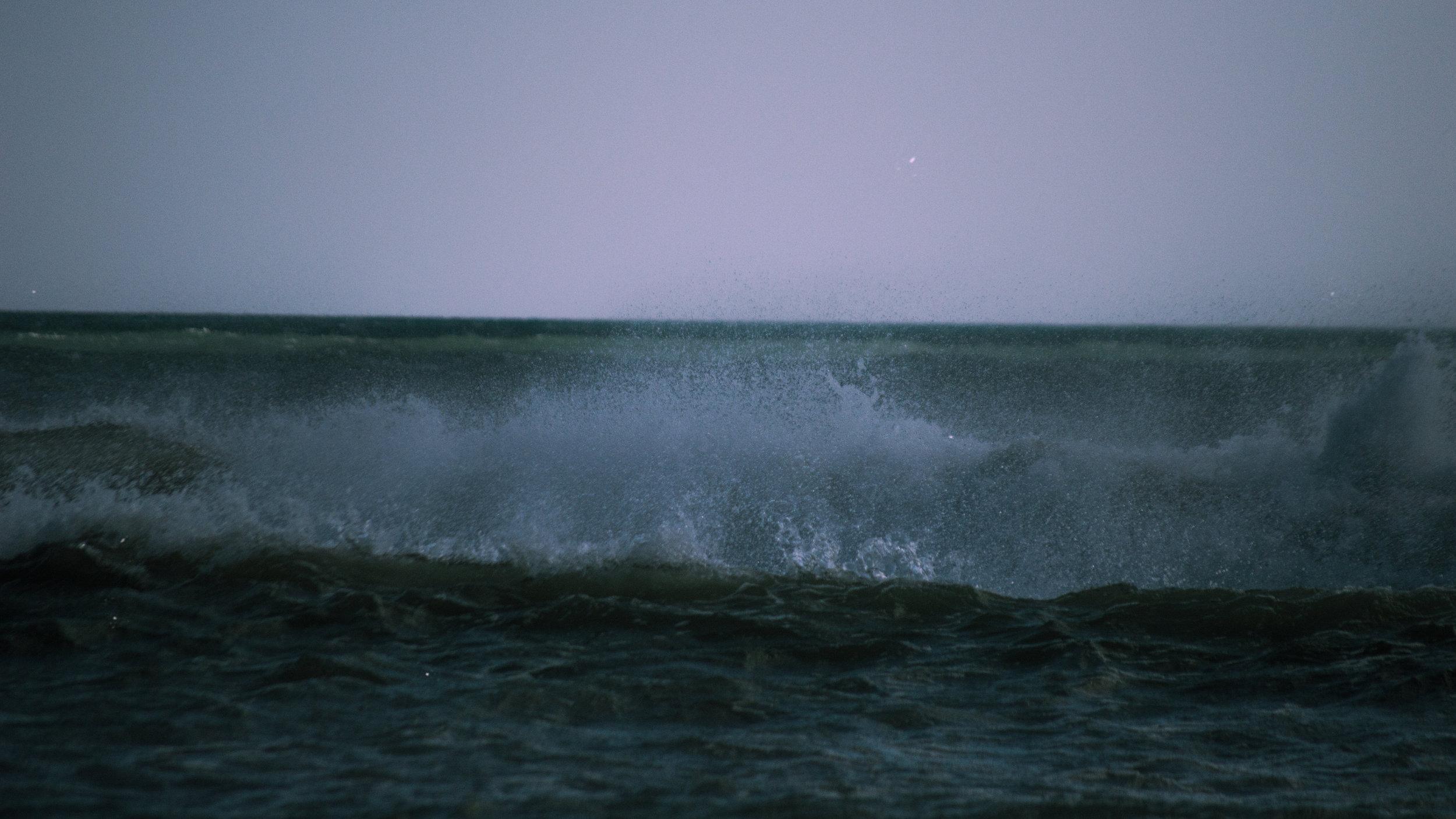 WAVES_01.jpg