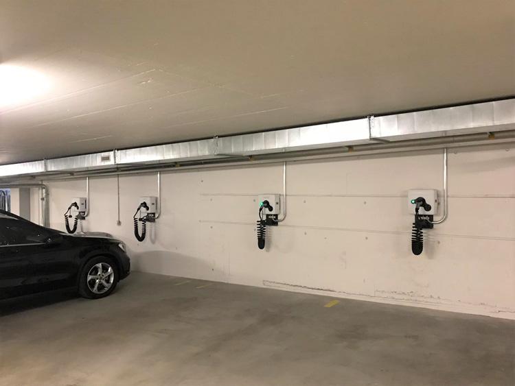 e-Parkplätze in einer Tiefgarage in Zürich - 8 wallbe Ladestationen mit Invisia Lademanagement.Inbetriebnahme: August 2018