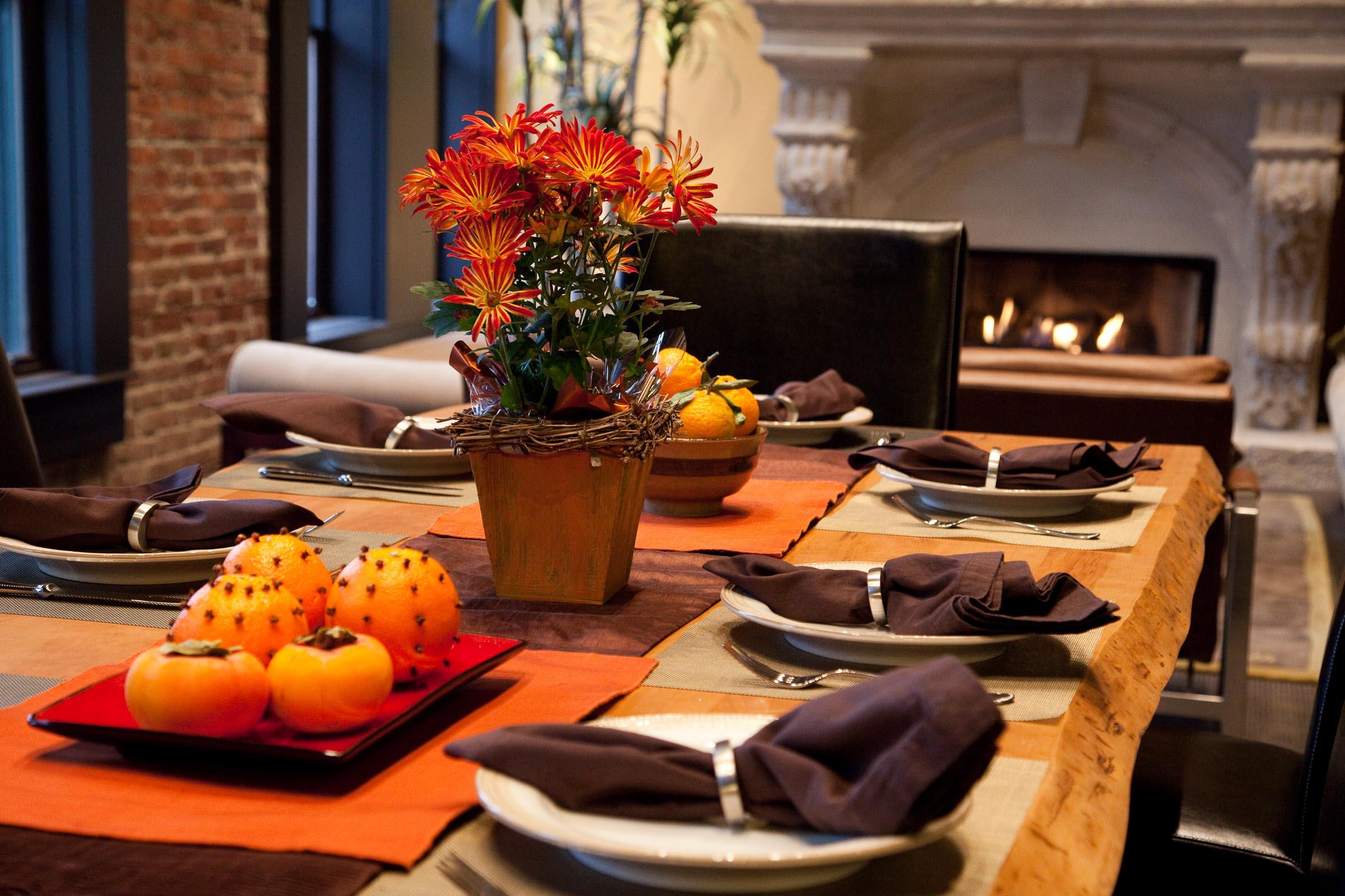 dinner table for eight.jpg