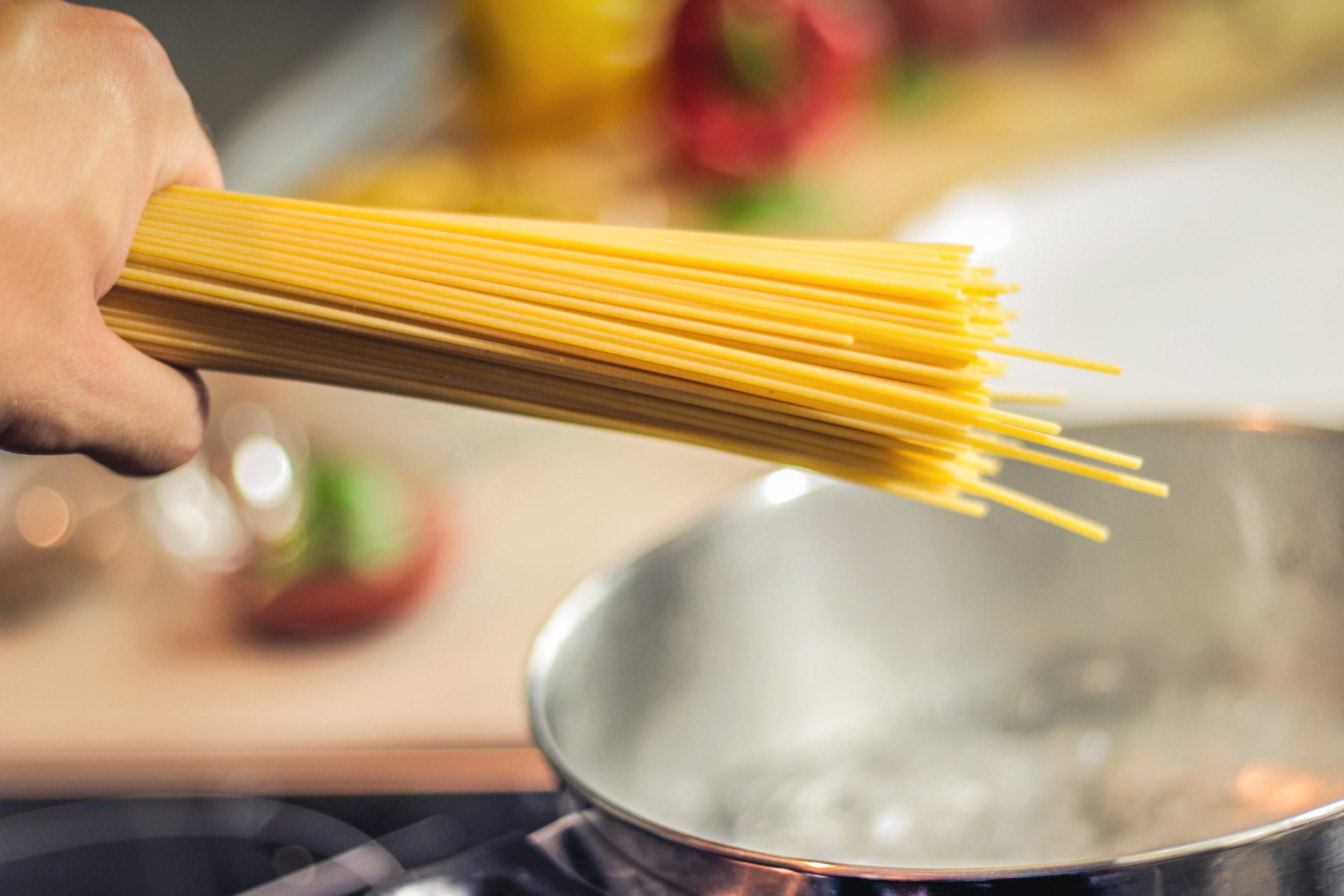 food-spaghetti-hands.jpg