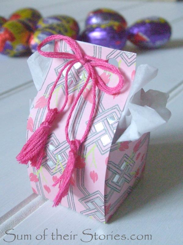 Mini Easter egg box with tassels
