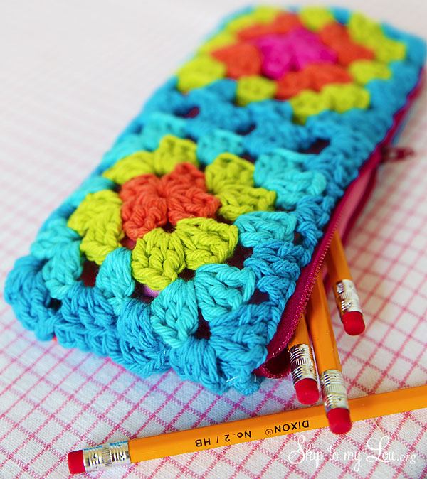 granny-square-zippered-pouch-tutorial.jpg