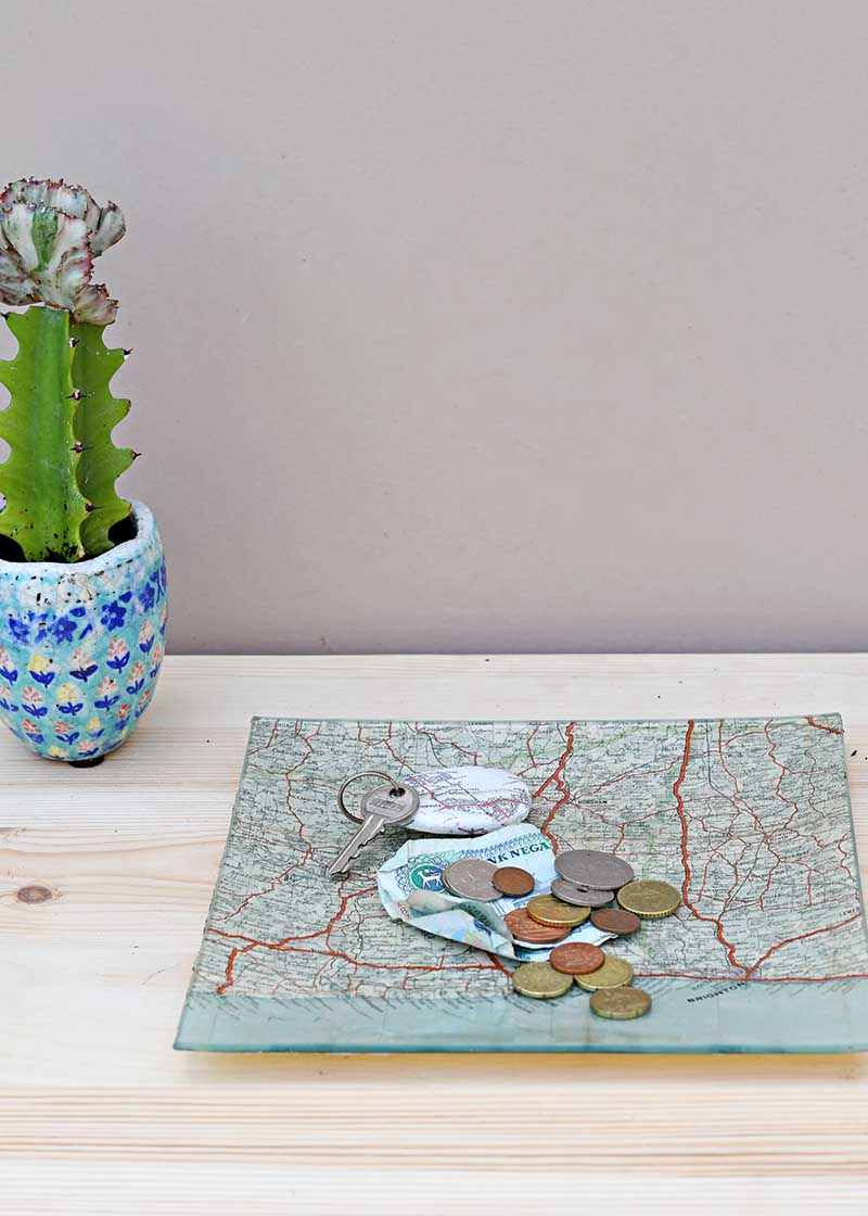 map-decoupage-glass-tray-4-s.jpg