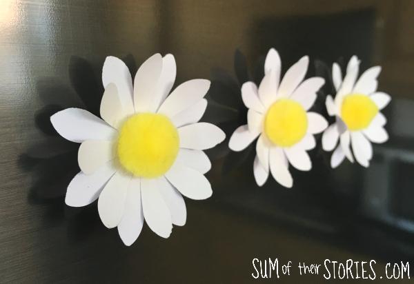 DIY daisy pom pom fridge magnets