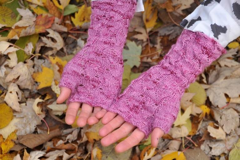 Pink-fallberry-mitts-Kiku-Corner-2.jpg