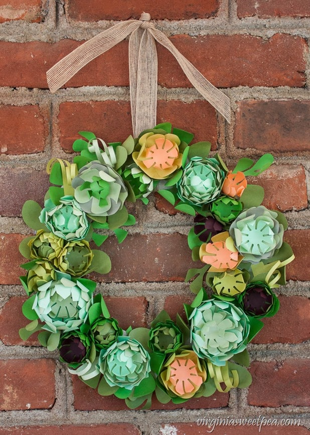 DIY-Faux-Succulent-Wreath-from-Paper-4_thumb.jpg