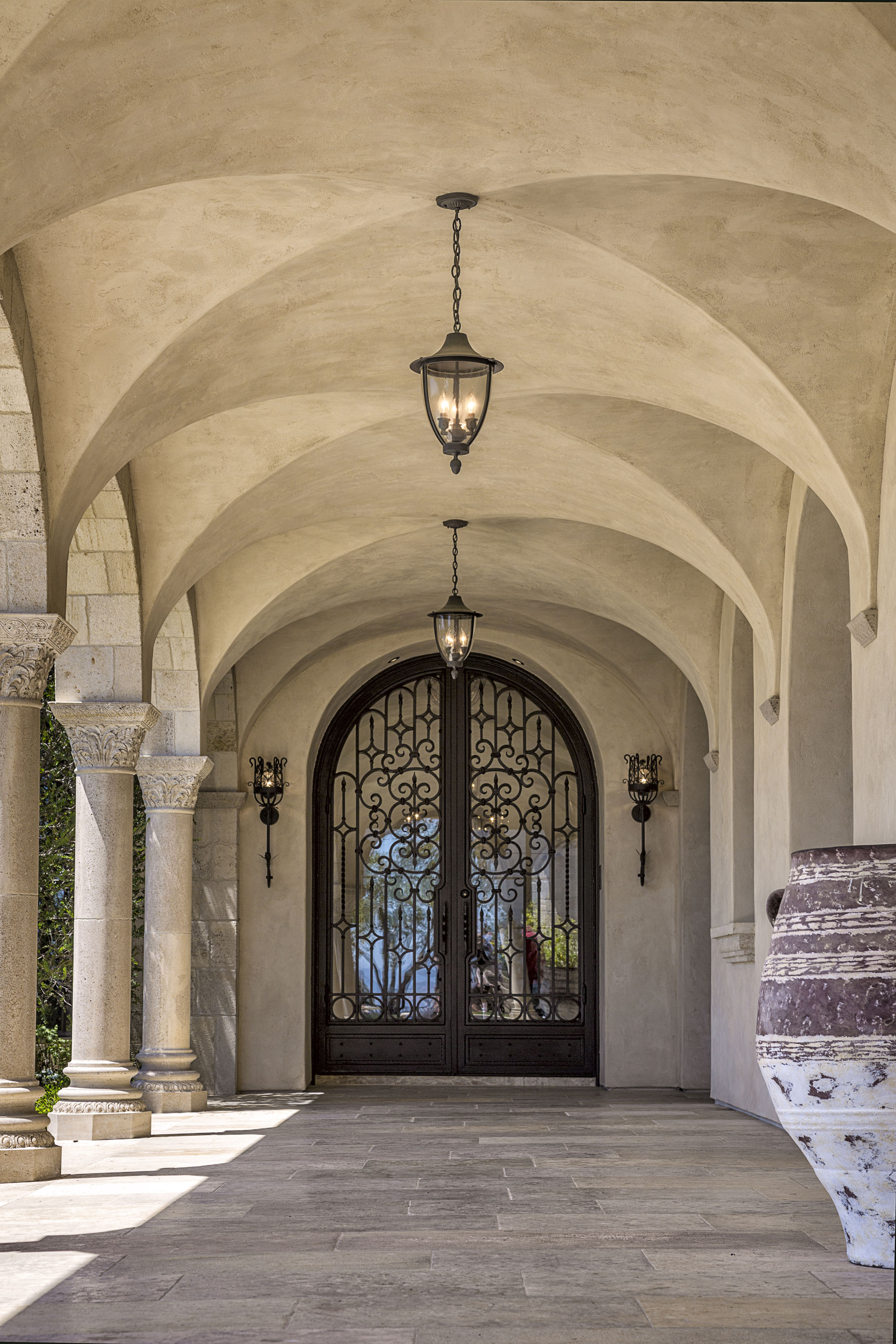 STrand Beach - ROMANesque entrywAY by Oatman Architects