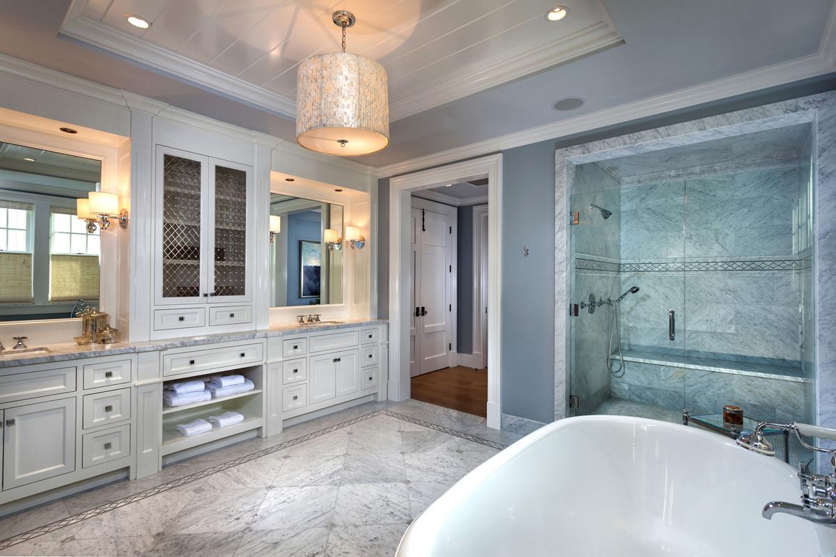 Hamptons Shingle Style BATHROOM by Oatman Architects