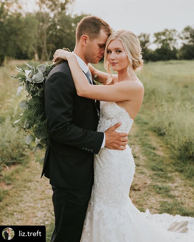 Liz was an absolute joy to work with and is stunning in this photo!! 😍 I can't wait to see more! Makeup by Megan, 📷 @aliciaandwillphotography #cincinnatiweddings #onlocation #hairandmakeup #blendartistryohio