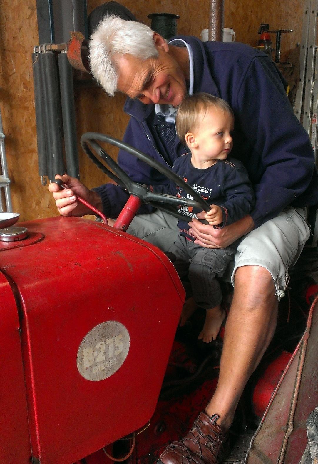 tractor-602119_1920.jpg