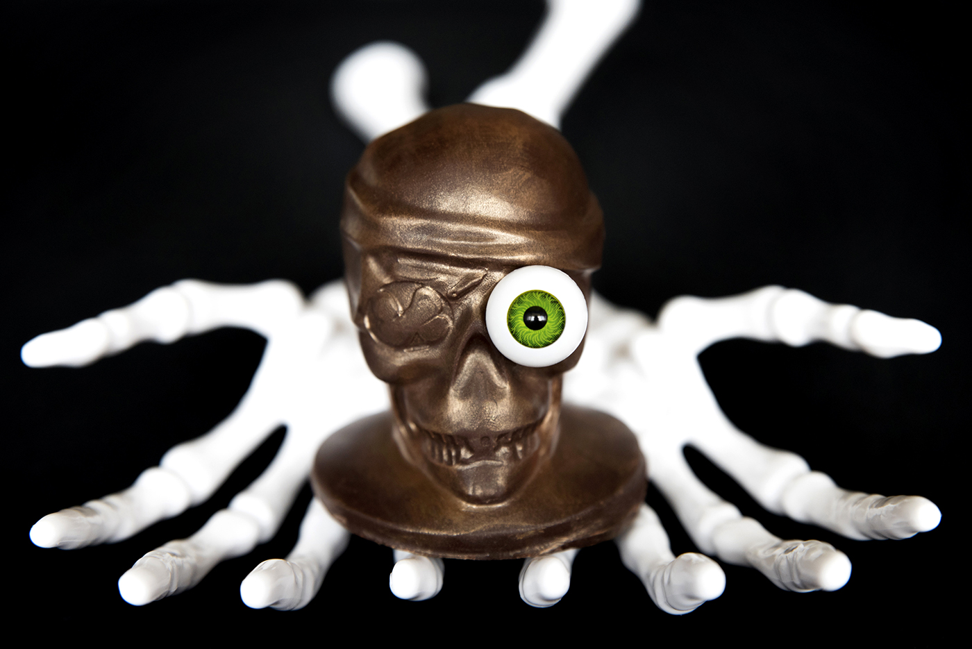 skulls-pirate-hands.jpg