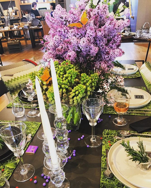 Thank you @simonpearceinc for hosting a beautiful evening in the 'garden'! #gardenparty #simonpearce #glassware #ceramics #garden #outdoors #spring #tablescape #flowers #lilacs