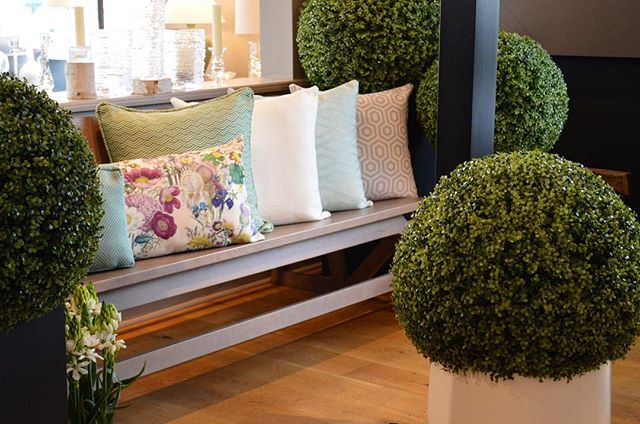 We are thrilled to have officially launched our collection of outdoor pillows and accessories!  Thank you to everyone who came to our event last evening and to our wonderfully talented collaborators @simonpearceinc @robinkramergardendesign @banchetflowers @dedon_official @casadesign_outdoor @winewisegreenwich #launchparty #gardenparty #collaboration #springcollection #floral #textiles #pattern #exteriorstyle #gardenchic #gardenready #outdoordecor relax #outdoors #greenwichct