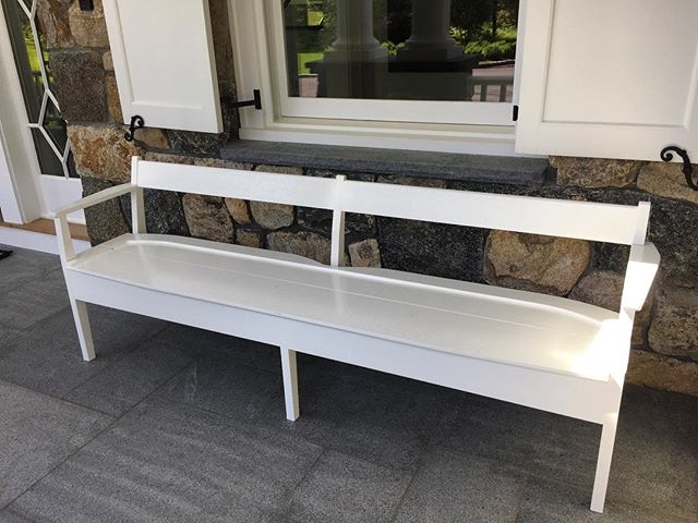 Front porch benches in place just in time for the #holidayweekend #outdoorfurniture #benchseating #frontporch #classic #greenwichct #summerwhite #keepitsimple #exteriordesign #exteriorstyling #homedesign #gardendesign #boywonderdesign