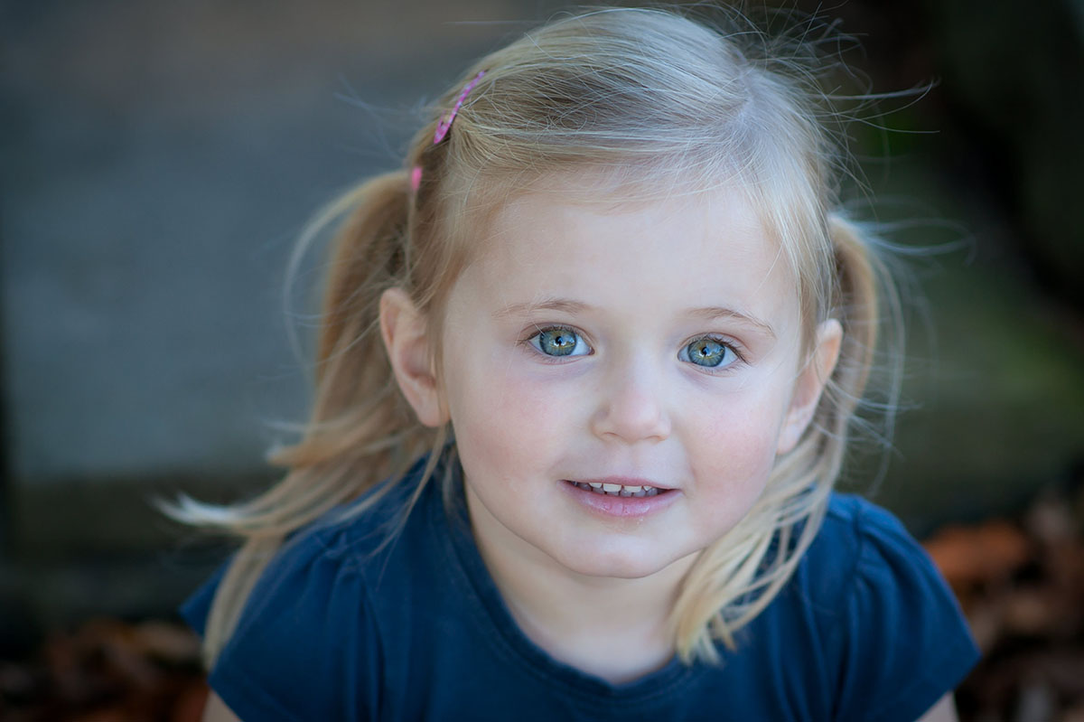 Little girl, stunning blue eyes. Dundee family photography.
