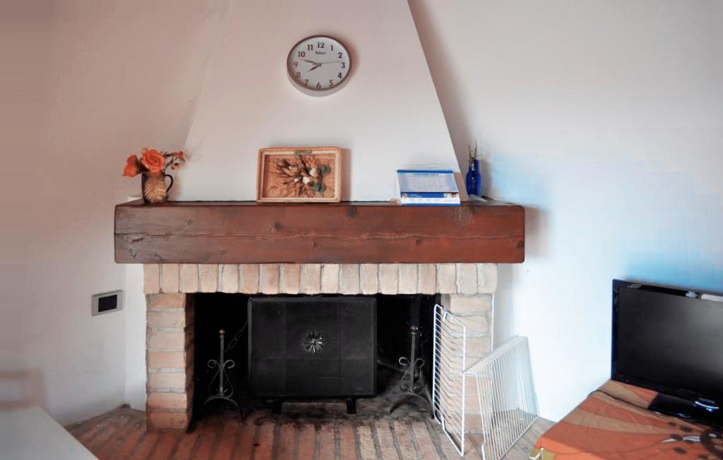 Guarini-Matteucci-vini-wine-Castelfalcino-Azienda-B&B-appartamento-VillaLiberty-camino.png