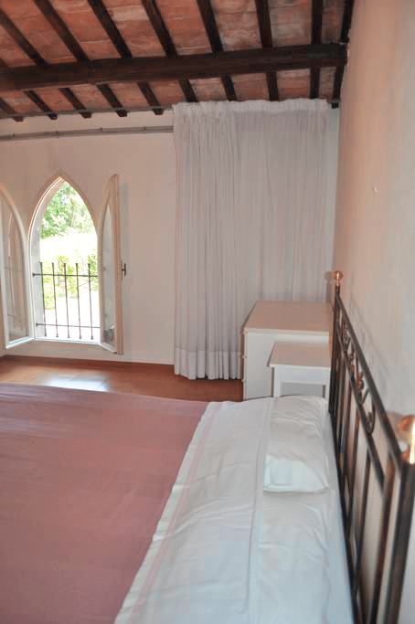 Guarini-Matteucci-Castelfalcino-azienda-vinicola-villa-liberty-B&B-letto-matrimoniale.png