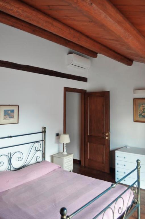 Guarini-Matteucci-vini-wine-Castelfalcino-Azienda-B&B-appartamento-VillaLiberty-camera matrimoniale.png