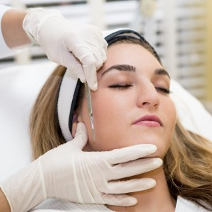 Dermaplane - Dermaplane gently exfoliates the top layer of dead skin and increases absorption of products. This treatment gives your a beautiful radiant glow with no downtime! After we have removed all the dead skin and peach fuzz off of the face we offer a hydrating masque to replenish the skins moisture. Chemical peels can also be applied afterwords for a more enhanced treatment at an additional price.