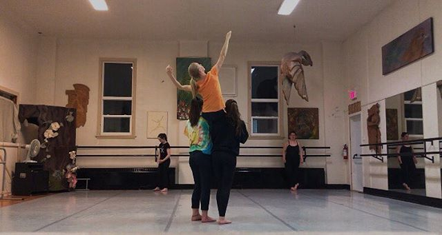 We got this gorgeous shot while rehearsing a wonderful piece choreographed by Mikaela Demers @mbdemers ,make sure not to miss it in our upcoming show in 3 weeks! #earthdancers2019