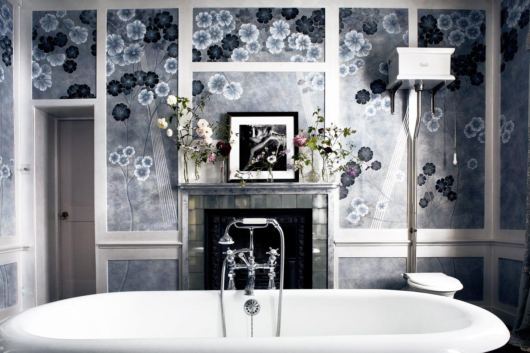 Anemones-in-Light-Dusk-Colourway-Bathroom-Installation.-Photo-by-Simon-Brown-520000-1700x1133.jpg