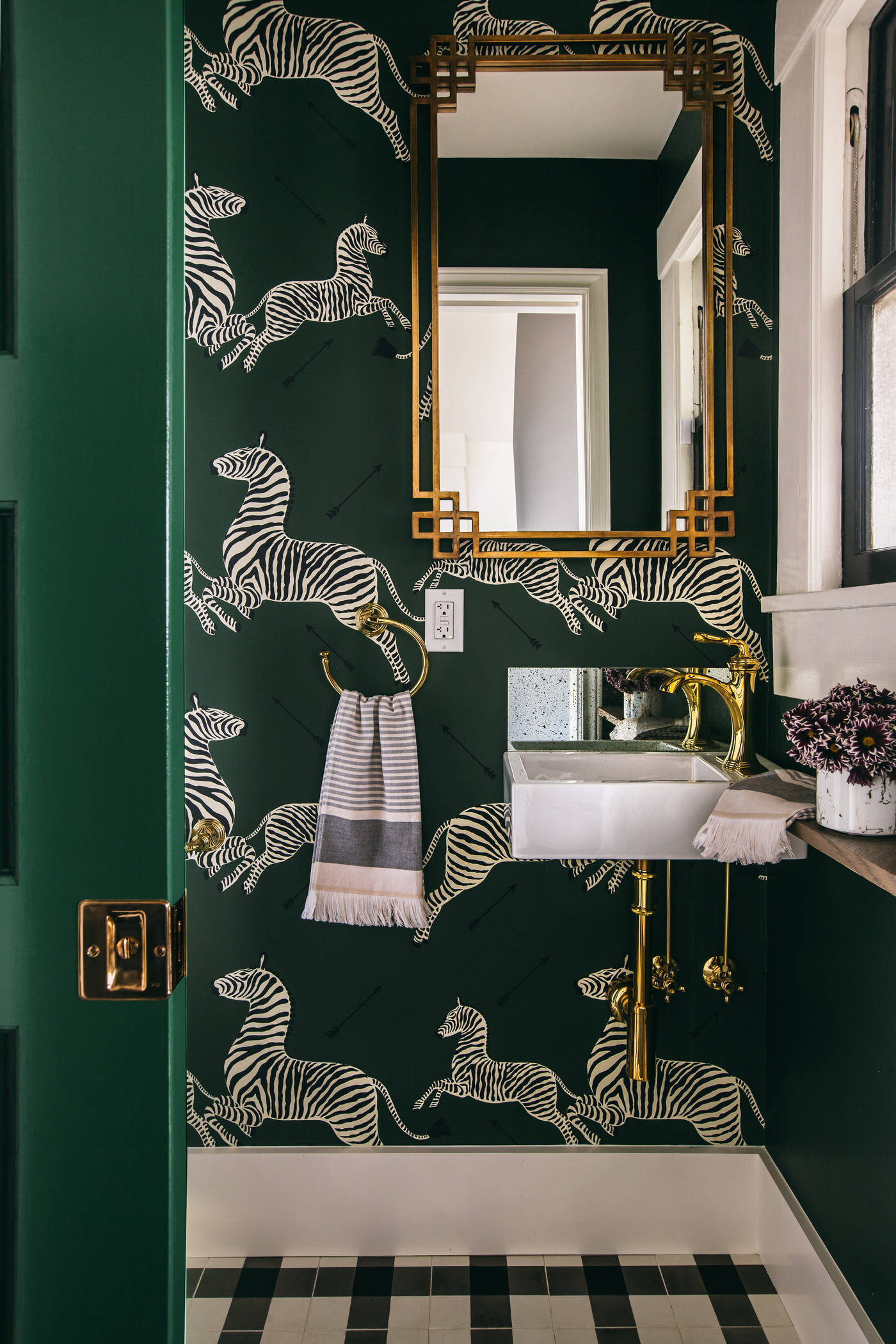 Low On Space But High Style 20 Super Tiny Powder Rooms With Incredible Design Dlghtd