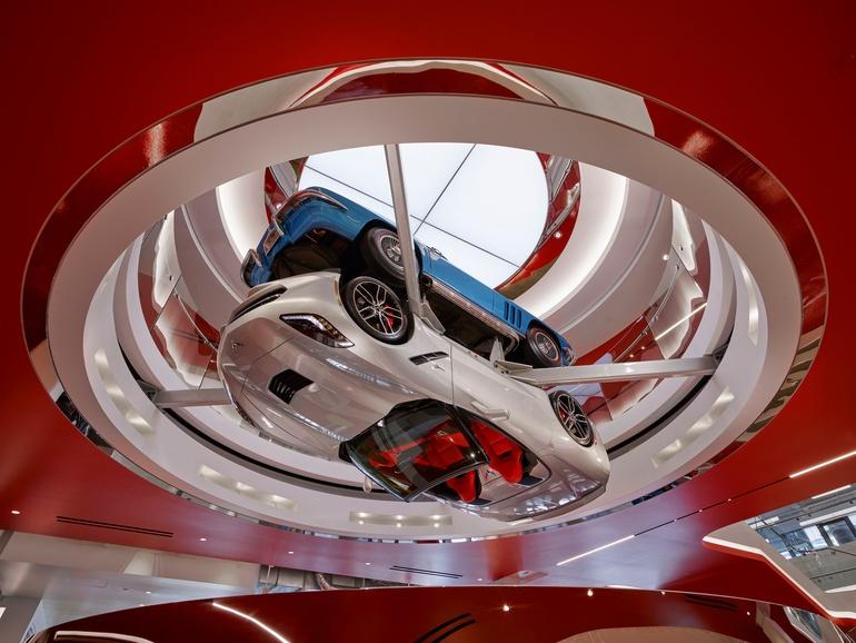 thumbs_2-mm-edmunds-rotating-dual-corvette-sculpture.jpg.770x0_q95.jpg