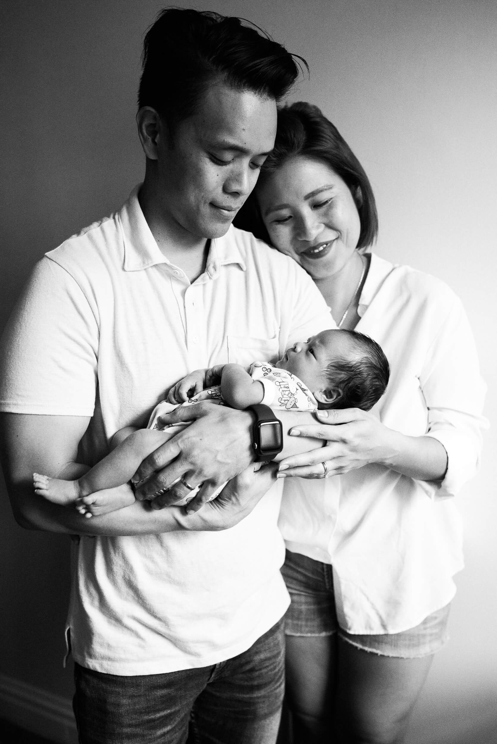 black and white photo in home lifestyle newborn photographer lindsey victoria photography park slope brooklyn ny